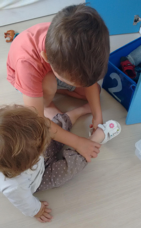 vida practica zapatos - montessori en casa