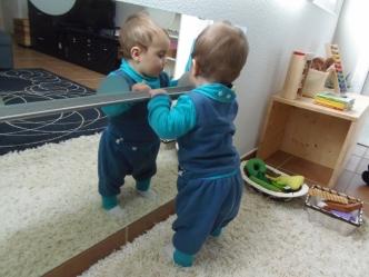 barra y espejo bebé - montessori en casa