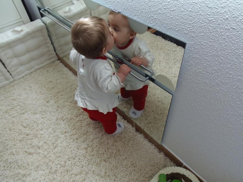 Novedades en nuestro ambiente preparado barra y espejo for Espejo y barra montessori