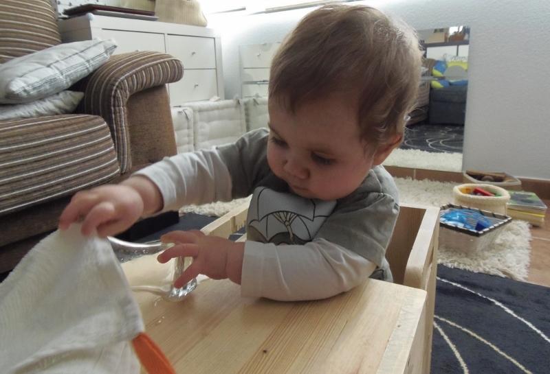 bebé vaso cristal-montessori en casa
