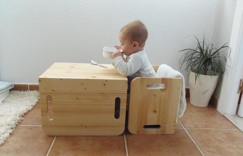 Probando sillas cubo de woomo testing cube chairs by for Mesas y sillas para ninas
