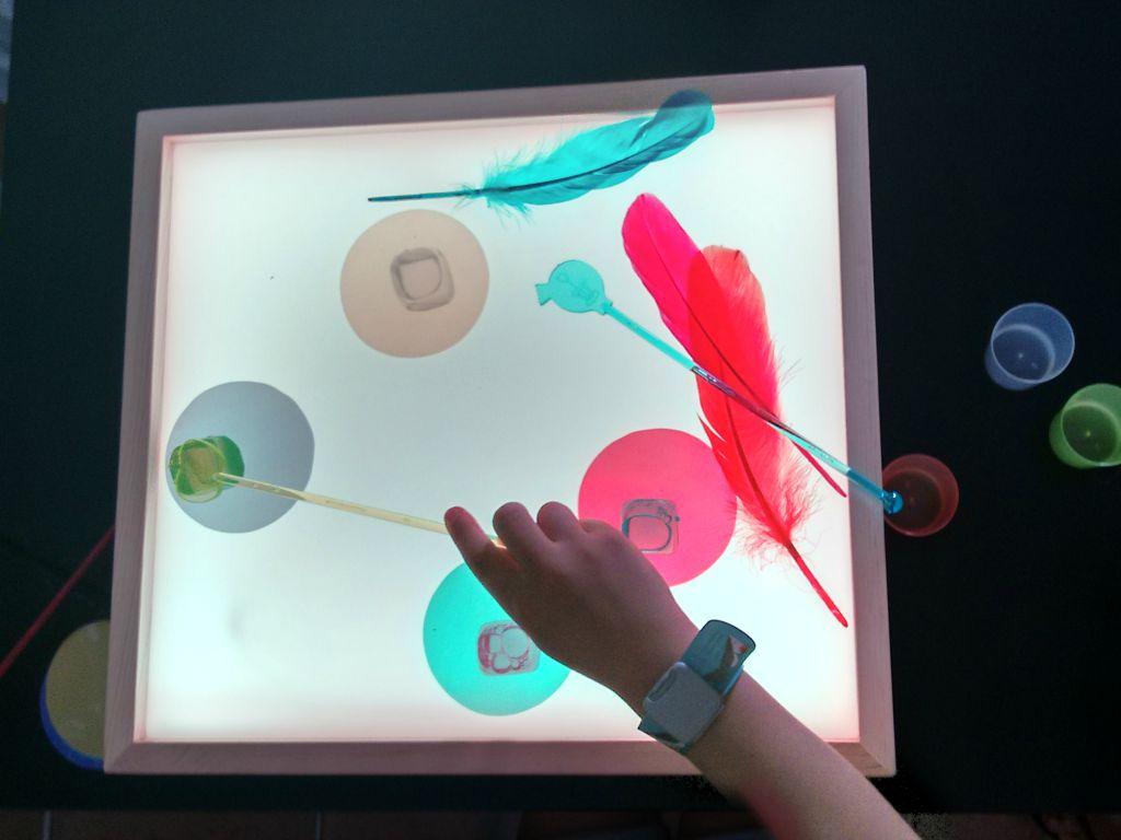 Probando Caja De Luz Mamaluz Montessori En Casa