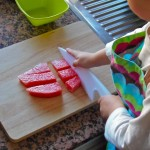 Cortar fruta sin peligro – Cutting fruit safely