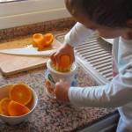 Exprimiendo naranjas – Squeezing oranges