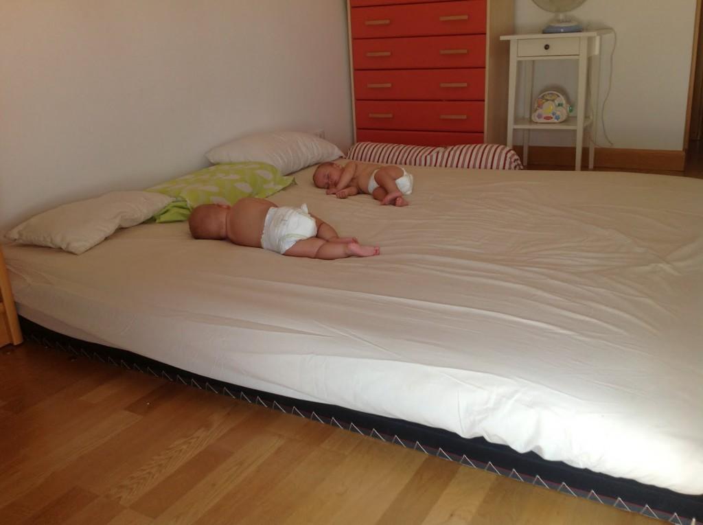 22 ideas montessori de habitaciones para beb s for Opciones para decorar un cuarto